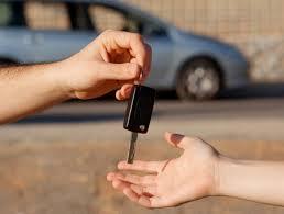 ¿Qué trámites tengo que hacer cuando voy a comprar un vehículo?